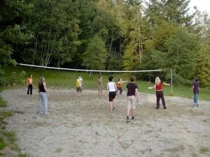 Přátelský zápas ve volejbale je vhodnou sportovní i společenskou aktivitou