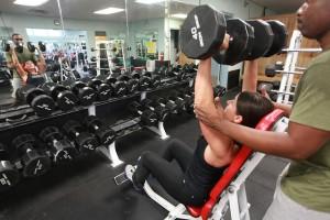 U posilování se soustředťe na procvičované svaly